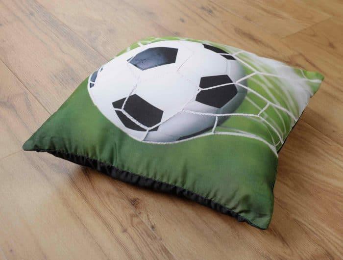 Produktbild Dekokissen Fußball young Collection Grün ganzes Kissen