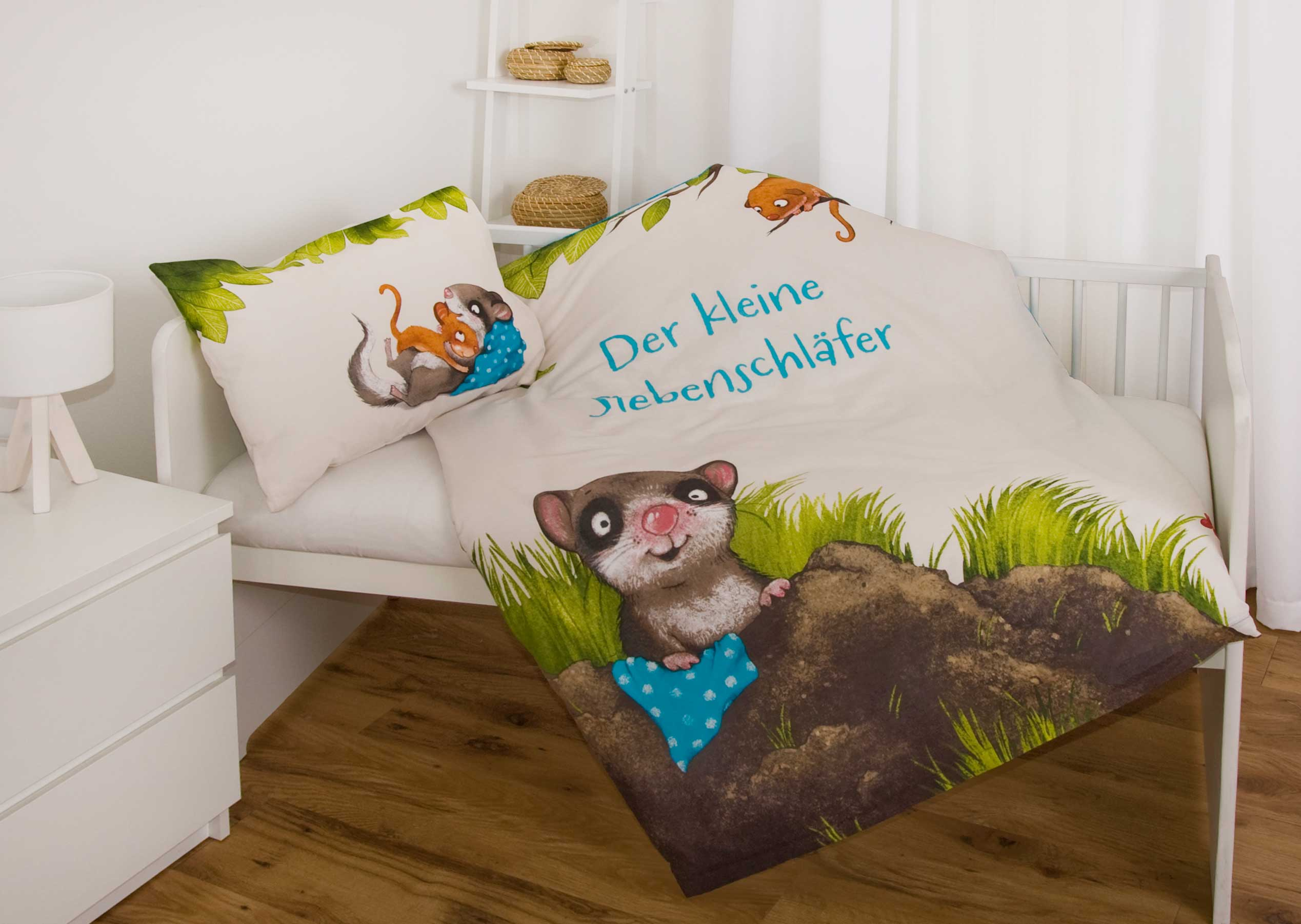 Produktbild Babybettwäsche der kleine Siebenschläfer ganze Bettwäsche auf Bett